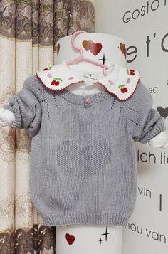 """Пуловер с """"сердечком"""" для девочки. Красивый детский пуловер спицами"""