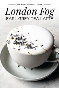 With an Earl Grey tea base, London Fog is a tea latte with warm milk, vanilla extract, and sweetened with sugar. Make London Fog at home with this simple yet tasty recipe. Make London Fog at home with this simple yet tasty recipe. Yummy Drinks, Healthy Drinks, Yummy Food, Earl Grey Tee, Earl Gray, Grey Tea, Milk Shakes, Coffee Recipes, Hot Tea Recipes