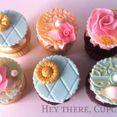 beautiful molded fondant toppers on cupcakes by Hey There, Cupcake! Garden Cupcakes, Fancy Cupcakes, Pretty Cupcakes, Beautiful Cupcakes, Themed Cupcakes, Birthday Cupcakes, 80 Birthday, Amazing Cupcakes, Decorated Cupcakes