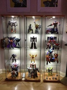 21 Various DIY Display Case Ideas to Keep your Beloved Stuff! DIY Display Case Ideas – The majority of us currently have the ingredients of a collection remaining on a shelf or cabinet, right under our noses. Ikea Display Case, Toy Display, Display Shelves, Glass Display Case, Display Ideas, Fabrikor Ikea, Ikea Detolf, Display Cabinet Lighting, Action Figure Display Case