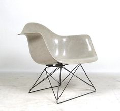 AreaNeo | Charles & Ray Eames chair LAR low rod cat for Zenith Plastics 1950