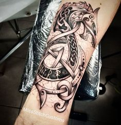 Miss Stitch sur Instagram : «Did this epic Fenrir tattoo the other day. Tribal design was provided by the customer and altered by me. Really happy with how this turned…» Viking Rune Tattoo, Viking Tattoo Sleeve, Armor Tattoo, Norse Tattoo, Celtic Tattoos, Wolf Tattoos, Viking Tattoos, Body Art Tattoos, Tribal Tattoos