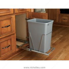 Single 35 qt. Pull-Out Waste Container - RV12KD17CS - Richelieu Hardware