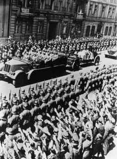 Heydrich's funeral in Berlin. How obscene - he should have been flushed down a sewer! Germany Ww2, Berlin Germany, Spiegel Online, The Third Reich, Total War, Septic Tank, World History, Military History, World War Two