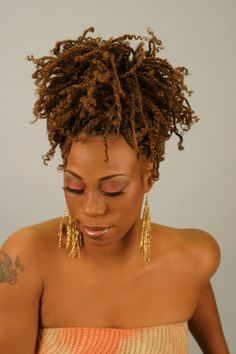 Big, long and medium kinky twist braids hair and styles for women. Beautiful inspirational Twist Braid pictures for different hairstyles and braid types. Afro Kinky Braids, Braids For Short Hair, Kinky Twist Styles, Braid Styles, Twist Braid Hairstyles, Twist Braids, Crochet Kinky Twist, Style Afro, Short Twists