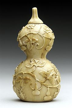 Snuff Bottle (Biyanhu) in the Form of a Double-Gourd, China, Late Qing dynasty, about 1800-1911, Carved ivory