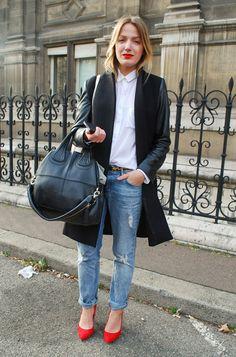 skinny boyfriend jeans/tucked in white shirt/heels