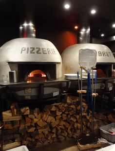 Pizzeria Libretto was first to bring Neapolitan-style pizza to Toronto. Pizzeria Design, Restaurant Design, Pizza Restaurant, Outdoor Restaurant, Wood Fired Oven, Wood Fired Pizza, Trattoria Italiana, Café Colonial, Pizza House