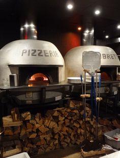 Pizzeria Libretto was first to bring Neapolitan-style pizza to Toronto. Pizzeria Design, Restaurant Design, Wood Oven, Wood Fired Oven, Wood Fired Pizza, Pizza Restaurant, Outdoor Restaurant, Trattoria Italiana, Café Colonial