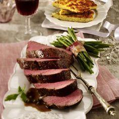 Rinderfilet mit Glühwein-Pfeffersoße zu Bohnen und Rösti Rezept | LECKER