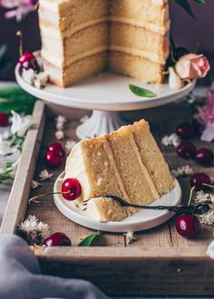 This is the best Vegan Vanilla Cake recipe! It's a fluffy, soft and moist vanilla layer cake with simple buttercream frosting. Easy to make and delicious! Aquafaba, Vegan Buttercream Frosting, Vegan Vanilla Cake, Strawberry Cream Cakes, Vegan Cream Cheese, Savoury Cake, Vegan Chocolate, Mini Cakes, Clean Eating Snacks