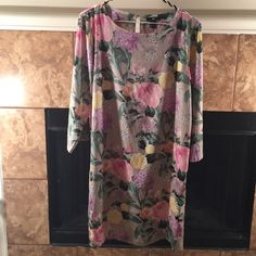 """H&M Flower Print Dress 36"""" length. 40"""" arm to arm. Back slit. Single button closure in back. Silky 100% polyester fabric. H&M Dresses Midi"""