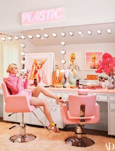 furniture design Kylie Jennerwearing a Frame sweater, a Staud skirt, Fendi shoes, Brumani earrings, and a Shay Fine Jewelry braceletin her glam room. Fashion styling by Jill Jacobs. Neon artwork by Beau Dunn. Kylie Jenner for Architectural Digest Architectural Digest, Kylie Jenner Haus, Kylie Jenner Beauty Room, Kylie Jenner Bedroom, Kris Jenner Home, Kendall Jenner House, Kylie Jenner Style, Home Design, Sala Glam