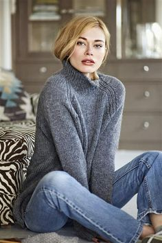 Ravelry Oversize Raglangenser pattern by Sandnes Garn - Handgestrickte Pullover, Oversize Pullover, Free Knitting Patterns For Women, Knitting Designs, Jumper Knitting Pattern, Hand Knitting, Knit Sweater Patterns, Knit Sweaters, How To Purl Knit