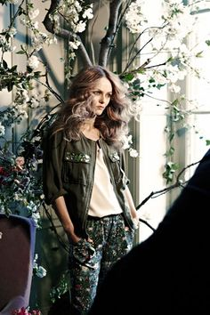 Vanessa Paradis: H&M's New Face! Vanessa Paradis poses for a photo shoot as the new face of H&M's Conscious Collection! Vanessa Paradis, Ethical Clothing, Ethical Fashion, Fast Fashion, Fashion News, Fashion Trends, Star Fashion, Fashion Beauty, Style Vert
