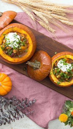 Recipe with video instructions: Give your chili a fall spin with our turkey chili made with butternut squash and served in cute mini pumpkins. Thanksgiving Recipes, Fall Recipes, Soup Recipes, Dinner Recipes, Cooking Recipes, Healthy Recipes, Roast Pumpkin, Pumpkin Chili, Pumpkin Pumpkin