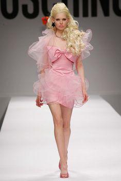 Pink Fashion, Runway Fashion, Fashion Show, Fashion Design, Milan Fashion, The Dress, Pink Dress, Barbie Dress, Glamouröse Outfits