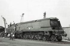Diesel Locomotive, Steam Locomotive, Southern Trains, Steam Railway, Southern Railways, Merchant Navy, Bullen, Old Trains, Battle Of Britain