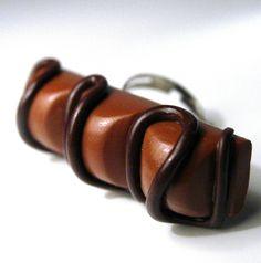 Kinder Bueno ring.... MOUAHAHAHA !!!! Addiction, Bracelets, Funny, Leather, Jewelry, Ring, Jewlery, Jewerly, Schmuck