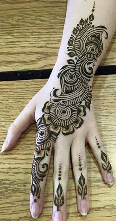 Mehndi henna designs are always searchable by Pakistani women and girls. Women, girls and also kids apply henna on their hands, feet and also on neck to look more gorgeous and traditional. Easy Mehndi Designs, Henna Hand Designs, Dulhan Mehndi Designs, Latest Mehndi Designs, Mehndi Designs Finger, Mehndi Designs For Beginners, Mehndi Designs For Girls, Mehndi Design Photos, Beautiful Mehndi Design