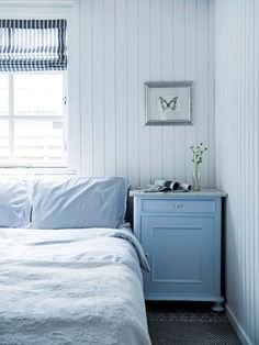 Swedish Cottage, Swedish Decor, Beach House Bedroom, Home Bedroom, Moderne Lofts, Summer House Interiors, Boys Room Decor, Fireplace Design, Scandinavian Interior