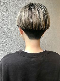 Easy Everyday Hairstyle for Short Hair - Women Pixie Haircut Ideas - Frisuren Easy Everyday Hairstyles, Short Hairstyles For Thick Hair, Short Brown Hair, Short Hair Cuts, Curly Hair Styles, Undercut Hairstyles, Pixie Hairstyles, Hairstyles With Bangs, Hairstyle Ideas
