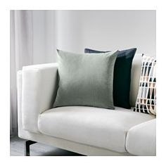 Cotton velvet gives depth to the colour and softness to the touch. The zipper makes the cover easy to remove.