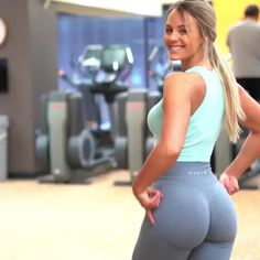 Whenever you're training glutes, it's super important to do exercises that will target ALL of the muscles in your glutes! More specifically, your gluteus medius! These exercises are great to directly target that particular muscle 🤗 . Butt Workout, Gym Workouts, At Home Workouts, Cardio Abs, Woman Workout, Workout Schedule, Fitness Exercises, Workout Tanks, Body Fitness