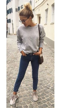 Women's autumn fashion inspo outfits are looking golden brown with a sleek black touch for a put together chic autumn outfit. #autumnoutfits #autumnoutfitcasual #autumnoutfitcute #autumnoutfitshopthislook #autumnoutfitshopcute #autumnoutfit2020 #autumnoutfitchic #womensfashion #cuteautumnoutfits #autumn #fall Casual Summer Outfits For Women, Trendy Fall Outfits, Fall Fashion Outfits, Mode Outfits, Trendy Fashion, Casual Outfits, Womens Fashion, Girl Outfits, Fashion 1920s