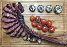 Tomahawk Steak angerichtet