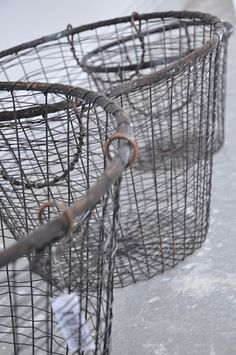 wire baskets - love these for gathering beach treasures, storing pillows, towels and other beach cottage goodies!galvanized wire baskets - love these for gathering beach treasures, storing pillows, towels and other beach cottage goodies! Galvanized Metal, Galvanized Decor, Industrial Chic, Industrial Furniture, Vintage Industrial, Wire Baskets, Living At Home, Wire Art, Farmhouse Style
