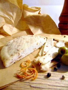 Sliceable, shreddable hard cheese made with milk kefir without using heat or rennet. Yummy Vegetable Recipes, Vegetarian Recipes, Healthy Recipes, Easy Homemade Recipes, Homemade Cheese, Kefir Recipes, Cheese Recipes, Raw Cheese, Fermentation Recipes