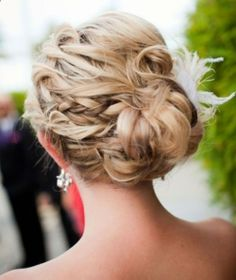 CUTE PROM WEDDING HAIRSTYLE This is an easy hairstyle which you can wear to a prom or wedding. Its an updo which will take you less than 10 minutes to style it. Most ladies think that updos are for long hair; this updo Prom Hairstyle for Long Hair can be styled for short or medium length hair and will look great, cute pretty on your face. It will look greater when your hair is curled from the middle to the ends for a bouncy bun at the back...
