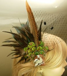Items similar to Autumn flapper style hair fascinator with green peacock feathers. Side Hairstyles, Feathered Hairstyles, Wedding Hairstyles, Fascinator Headband, Fascinator Hairstyles, 1920s Headpiece, Headdress, Flapper Hair, Great Gatsby Party
