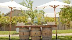 Weinfässer als Grundlage für Holzbrett