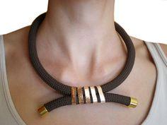Collana di corda oro marrone. di MyHandmadeJewels su Etsy, €14.00