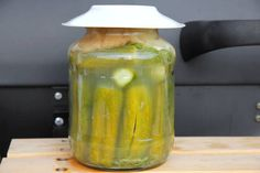 Klasszikus kovászos uborka European Cuisine, Hungarian Recipes, Hungarian Food, Kefir, Preserves, Pickles, Cucumber, Food And Drink, Healthy Eating