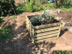 DIY: So einfach, schnell und günstig lässt sich ein Hochbeet selber bauen - Mini.Me. #diy #hochbeet #garten #schrebergarten #kleingarten #gemüse #gemüseanbauen #nachhaltig #nachhaltigkeit #nachhaltigleben #minimalismus #selbermachen