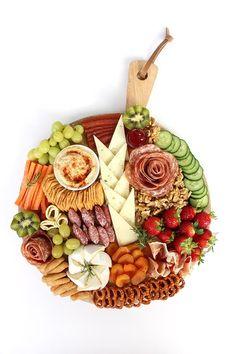 Mardefiesta: Tabla de quesos y rosas de embutidos Queso Manchego, Food Presentation, Buffet, Charcuterie Recipes, Dairy, Cheese, Healthy, Vegetarian, Instagram
