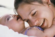 A amamentação é essencial nos primeiros meses de um recém-nascido, já que o leite materno é o alimento mais adequado para o sistema digestivo ainda jovem,