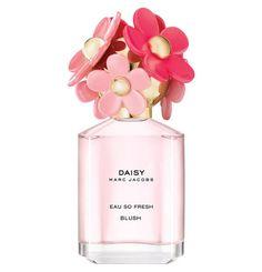 Unbeschwert und lebhaft: Die #Daisy Eau So Fresh #MarcJacobs Blush Edition ist warm und strahlen mit einer blumig-fruchtigen Mischung aus fröhlichen Akkorden von Pink Grapefruit und einer Floralen Herznote von Freesie und Rose. Eine samtige Basisnote von Aprikosennektar rundet den Duft ab.