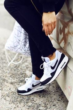 Nike Air max 90 - Angelica Blick Womens - Nike Air Max Outlet OFF www. Nike Free Shoes, Nike Shoes Outlet, Running Shoes Nike, Women Nike Shoes, Running Tights, Air Max Noir, Cute Shoes, Me Too Shoes, Estilo Fitness