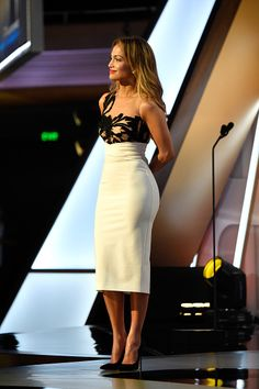 Jennifer Lopez speaks onstage during the Annual Hollywood Film Awards at The Palladium on November 2014 in Hollywood, California J Lo Fashion, Look Fashion, Womens Fashion, Chic Dress, Dress Up, Classy Outfits, Cute Outfits, Summer Outfits, Sexy Dresses