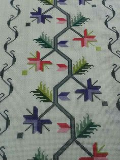 This Pin was discovered by Mür Hardanger Embroidery, Ribbon Embroidery, Cross Stitch Embroidery, Embroidery Designs, Cross Stitch Borders, Cross Stitch Patterns, Diy And Crafts, Arts And Crafts, Bead Loom Patterns