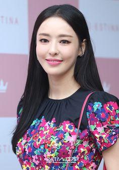 Korean Actresses, Big Men, Celebs, Celebrities, Korean Beauty, Asian, Beautiful, Women, Actresses