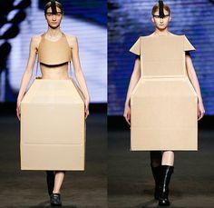 """キイロチャンネル@ダンボリアン on Twitter: """"スペインのTxell MIRAS(チェル ミラス)の2015A/Wコレクションより。 基本的にコレクション作品はそのまま販売させることはありませんが、このデザインが既製服としてどう生まれ変わったのか、非常に興味があります。(笑)… """" Catwalk Fashion, Fashion Show, Fashion Design, Weird Fashion, Fashion Looks, Barcelona Fashion, 080 Barcelona, Braids With Weave, Weave Braid"""