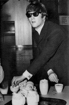John Lennon having a cup of tea | Retronaut