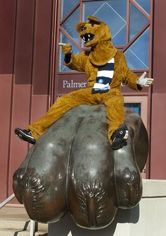 PENN STATE – CAMPUS – Nittany Lion at Palmer Museum of Art