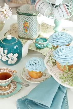 blue and white beauties for tea I think this is one of my favorite tablesacpe settings for tea. Its like a table of tiffany blue! Vintage Tea, Tea Party Decorations, My Cup Of Tea, High Tea, Afternoon Tea, Tea Time, Coffee Time, Party Time, Tea Cups