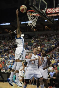 Snapshots of the Minnesota Lynx in their latest victory over the Phoenix Mercury.